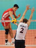 图文:世界男排联赛中国3-2美国 陈平扣球