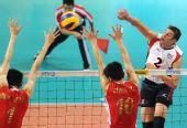 图文:世界男排联赛中国3-2美国 美国肖恩扣球