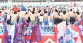 图文:[中甲]沈阳0-0东亚 球迷半裸背身喊下课