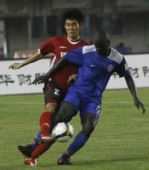 图文:[中超]河南2-0深圳 宋泰林防守