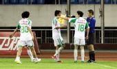 图文:[中超]杭州2-1北京 国安与边裁商榷