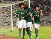 图文:[中超]杭州2-1北京 黄隆锁定胜局