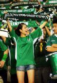 图文:[中超]杭州2-1北京 杭州美女球迷