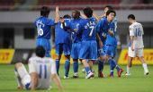 图文:[中超]长沙1-0上海 金德队获胜后欢庆