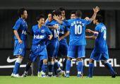 图文:[中超]长沙1-0上海 金德队球员欢庆进球