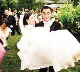 刘烨抱起新娘