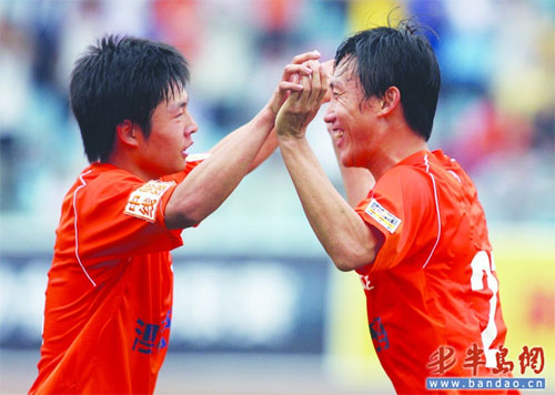 """郑龙(左)和曲波入选""""高二期""""。(资料照片)"""