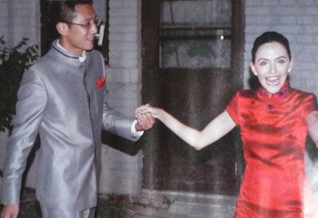 刘烨法式定婚宴上,和安娜与来宾敬完酒后兴奋地跳舞