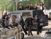 杰克逊悼念仪式:灵柩抵达斯台普斯体育中心