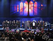 悼念现场:福音合唱团献唱  摩城创始人致辞