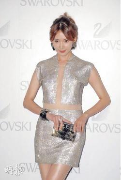 林志玲穿着价值8万元的水晶裙亮相