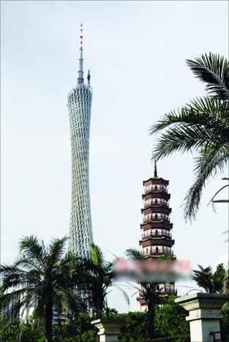 中午12:00 从这个角度,电视塔和琶洲塔,一中一西,一阴一阳,是最经典的两种文化、两种气场的对话。