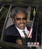 图:杰克逊公众悼念仪式-经纪人唐金到场