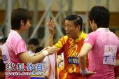 图文:张怡宁失分北京3-1辽宁 教练场边指导