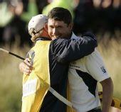 图文:上届英国公开赛精彩瞬间回顾 拥抱球童