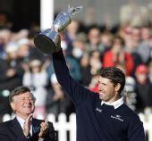 图文:上届英国公开赛精彩瞬间回顾 高举奖杯