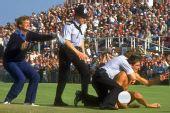 图文:英国公开赛裸奔大盘点 裸奔男子被制服