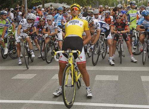 图文:2009年环法第六赛段 坎切拉拉出发前热身