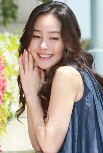 电影严智苑最近确定围绕了战争《女朋友》,与姜惠贞将出演着一个斑马的电影之肮脏的v电影演员女人街图片