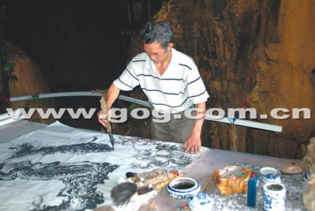 州 画怪 山洞作画12年 作品被卖到香港