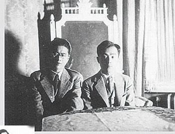 在德国留学期间与乔冠华(左)合影