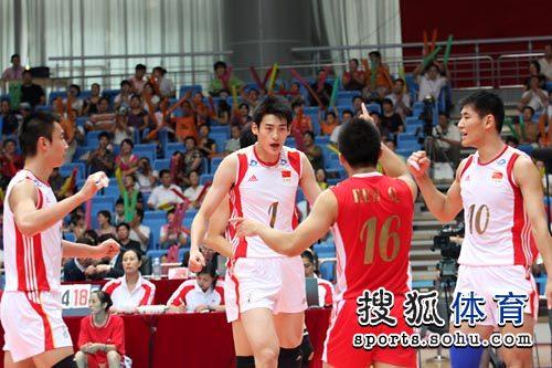 中国男排庆祝得分