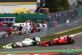 图文:F1德国大奖赛正赛 布朗超越法拉利