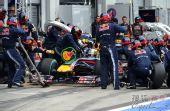 图文:F1德国大奖赛正赛 维特尔进站加油
