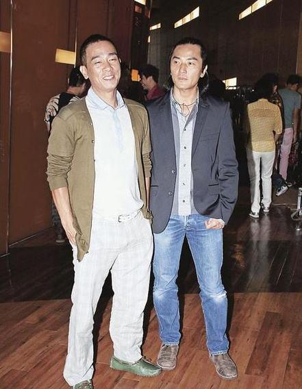 陈小春与郑伊健9年前合作《古惑仔》系列成名,两人再合作拍江湖片,在形象上亦步向成熟。