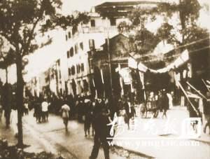 军民游行庆贺南宁解放。