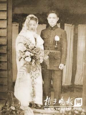 陈志刚与吴康珍的结婚照。