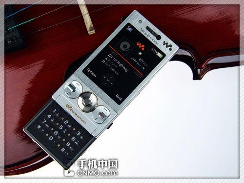 音乐家族再添新丁 索尼爱立信W715上市