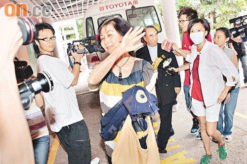 陈慧琳的公公婆婆及姑姑前往医院探望,不过奶奶似乎不惯面对镜头。