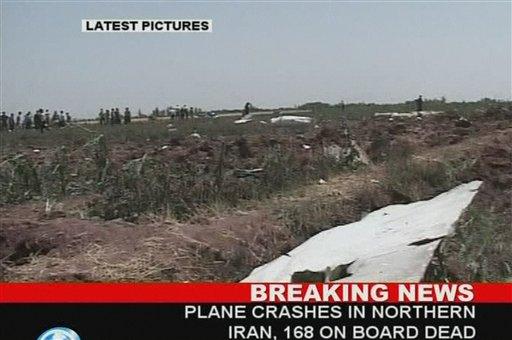飞机坠入农田