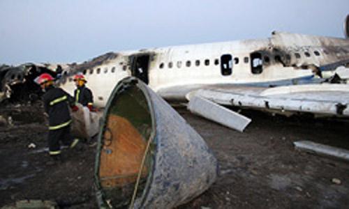 坠毁客机的主体部分被烧焦