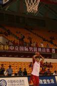 图文:中国男篮VS立陶宛 陈江华准备出手