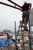 图文:四川地震灾区彭州市拆除板房1万多间