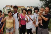 80名少数民族青年探访四川地震灾区(图)