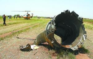这是在坠机现场拍摄的一块飞机残骸