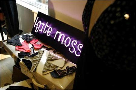 凯特-莫斯为英国某品牌设计的服饰