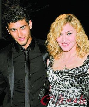 麦当娜和她的小男友Luz。