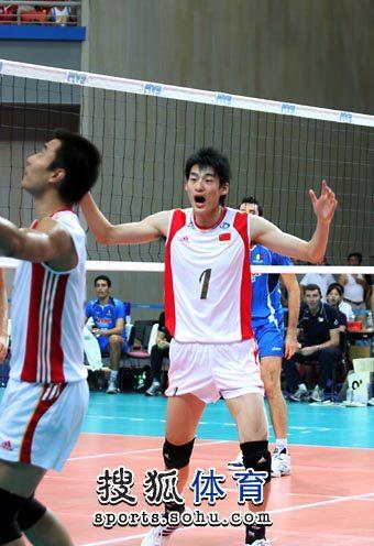 图文:世界男排联赛中国VS意大利 边洪敏呐喊