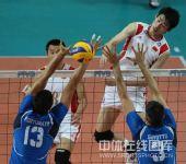 图文:世界男排联赛中国2-3意大利 突破瞬间