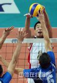 图文:中国男排2-3意大利 网上争夺瞬间