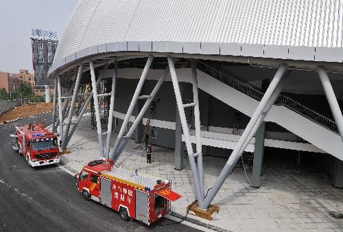 济南,2009年7月19日 (体育)( 的全运会自行车馆内展开搜救.