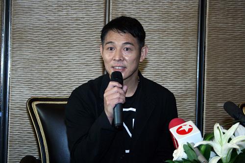 李连杰接受记者访问