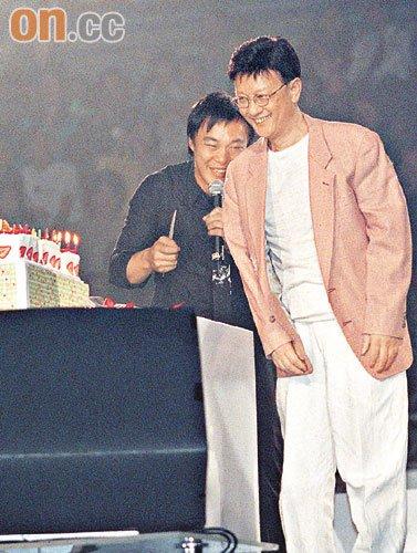 陈奕迅和爸爸陈裘大-陈奕迅开演唱会父亲捧场 曾预留千万救父