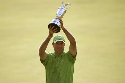 图文:2009英国公开赛决赛轮 把奖杯高高举起