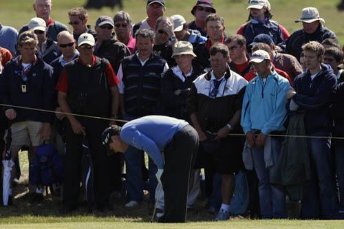 图文:2009英国公开赛决赛轮 沃森观看球的位置