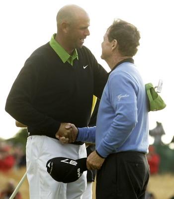 图文:2009英国公开赛决赛轮 辛克和沃森握手